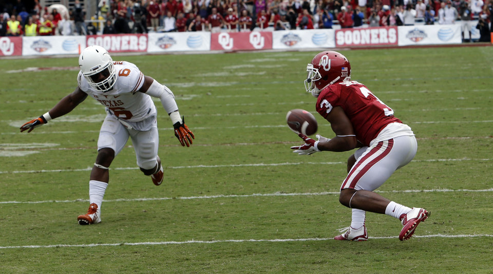 Photo - Oklahoma's Sterling Shepard (3) catches a pass for a touchdown during the second half of the Red River Showdown college football game between the University of Oklahoma Sooners (OU) and the University of Texas Longhorns (UT) at the Cotton Bowl in Dallas, Texas on Saturday, Oct. 11, 2014. 