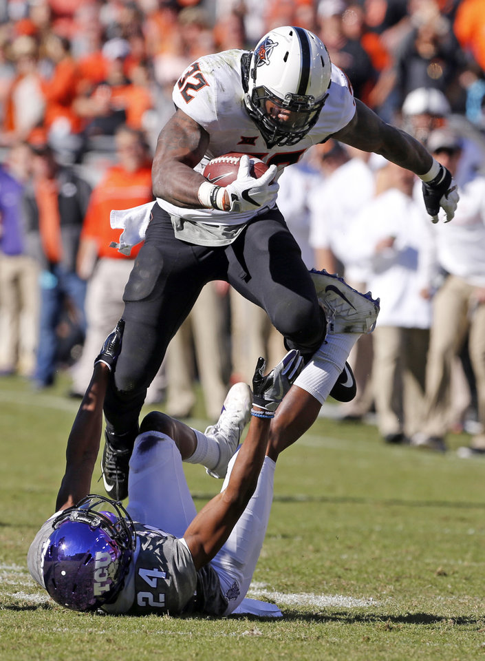 Photo -  In getting physical, Chris Carson has become good. [PHOTO BY STEVE SISNEY, THE OKLAHOMAN]