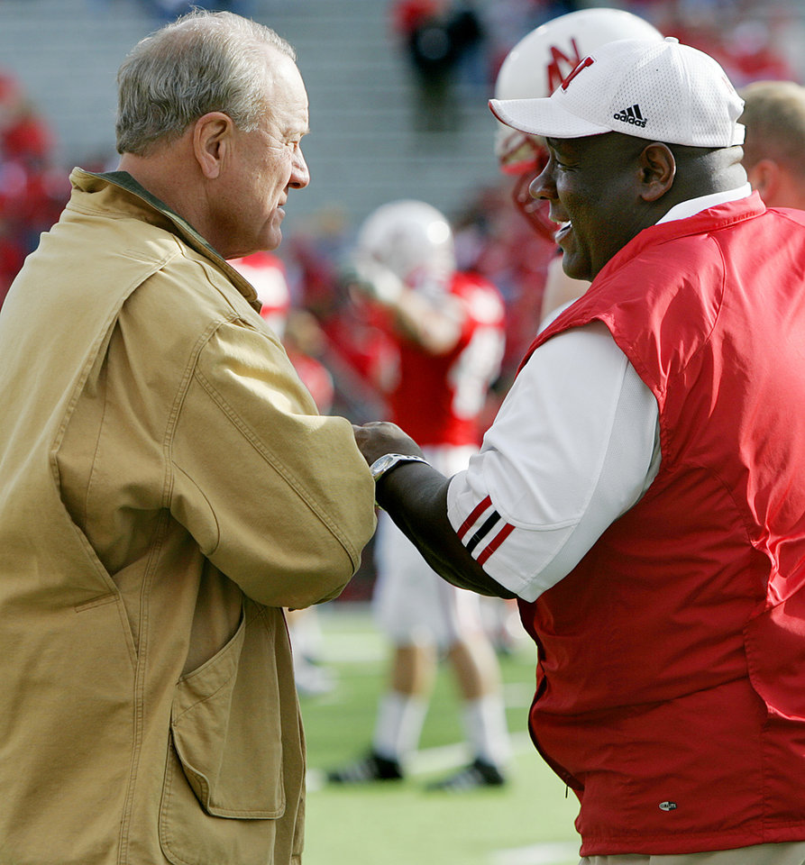 Photo - Nebraska assistant coach John Blake and Barry Switzer talk before the University of Oklahoma Sooners (OU) at the Nebraska Cornhuskers (NU) college football game at Memorial Stadium in Lincoln, Neb., October 29, 2005. By Bryan Terry/The Oklahoman
