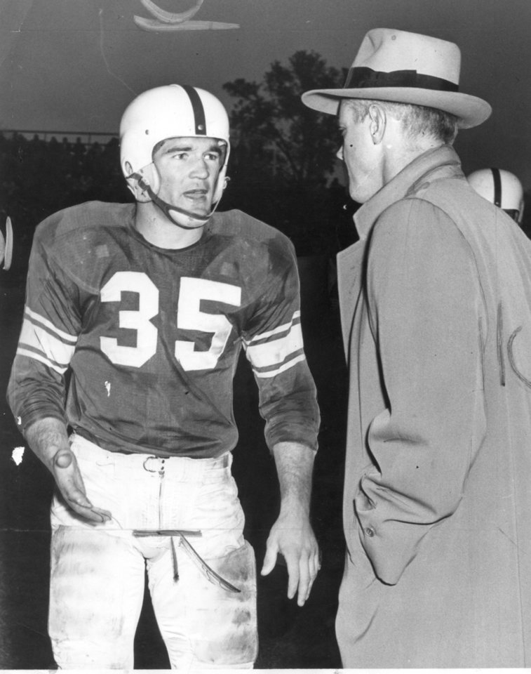 Photo - OU standout Billy Vessels is shown conferring with head coach Bud Wilkinson on the sideline in 1952 during the Sooners' 34-13 win over Nebraska. (Oklahoman Archives)