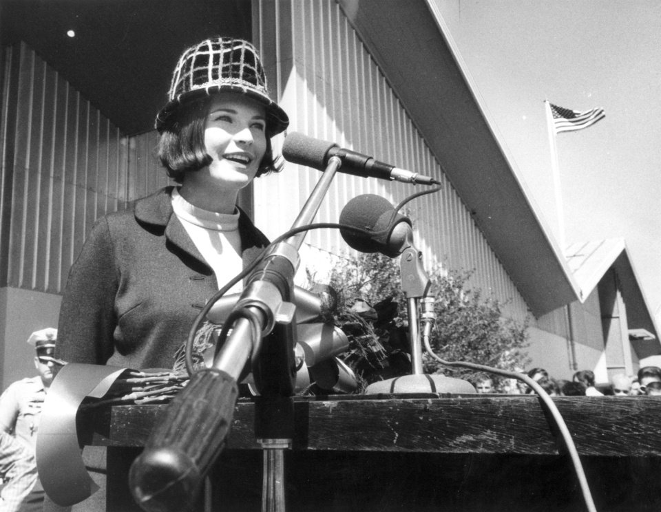 Photo - Jane Jayroe helps kick-off State Fair of Oklahoma.