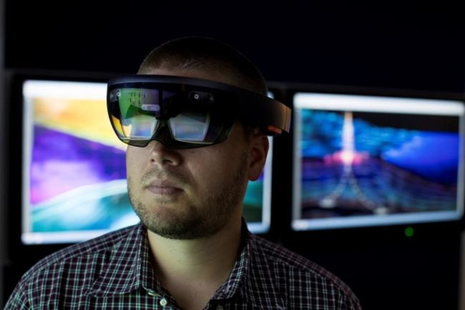 Photo -  Researchers at the Baker Hughes Energy Innovation Center work to develop disruptive technology through cyber-physical systems as a new approach to operations, collaboration and training. [PROVIDED BY BAKER HUGHES]