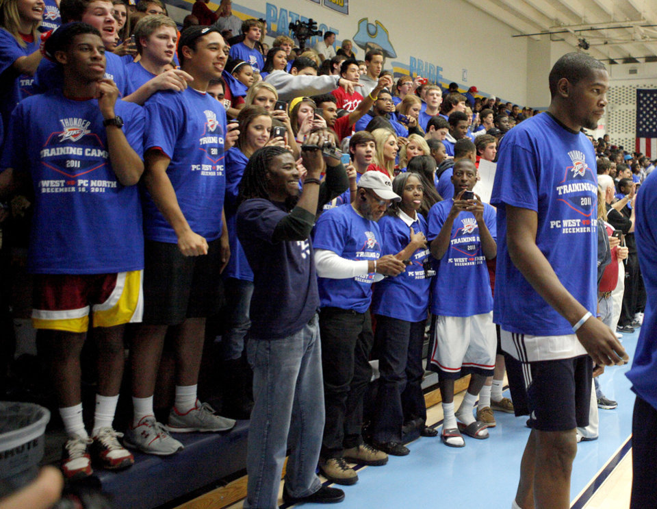 Photo - Fans cheer as Kevin Durant of the Oklahoma City Thunder warms up prior to a scrimmage at Putnam City West High School in Oklahoma City, Friday, Dec. 16, 2011. Photo by Bryan Terry, The Oklahoman