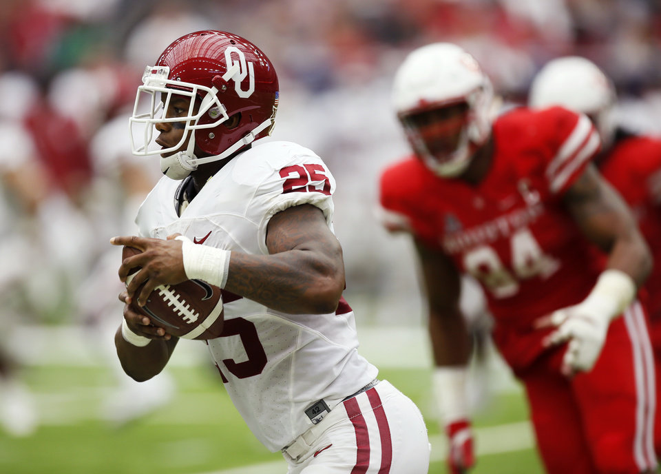 Photo - Oklahoma's Joe Mixon (25) runs after a catch during the AdvoCare Texas Kickoff college football game between the University of Oklahoma Sooners (OU) and the Houston Cougars at NRG Stadium in Houston, Saturday, Sept. 3, 2016. Photo by Nate Billings, The Oklahoman