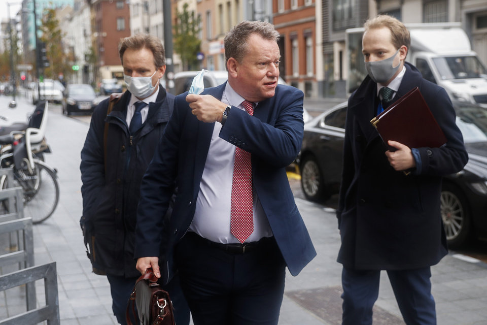 Photo -  Britain's chief negotiator David Frost, center, removes his face mask to talk to the media as he arrives for Brexit talks with EU chief negotiator Michel Barnier on Monday in Brussels, Monday. [Francisco Seco/the associated press]