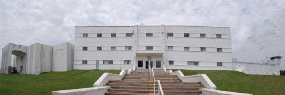Photo - Oklahoma State Penitentiary  Oklahoma Department of Corrections    Oklahoma State Penitentiary Capacity (Maximum Security)             F-1 Cell Block       87           F-2 Cell Block       95           F-3 Cell Block       49           F-4 Cell Block       50           Unit H SW (death row)       96           Unit H SE       50           Unit H NW       98           Unit H NE       74           Unit A       174           Unit C       174           Unit D       78           Unit E       65           Unit G (SE Region SHU)       25           Total       1,115