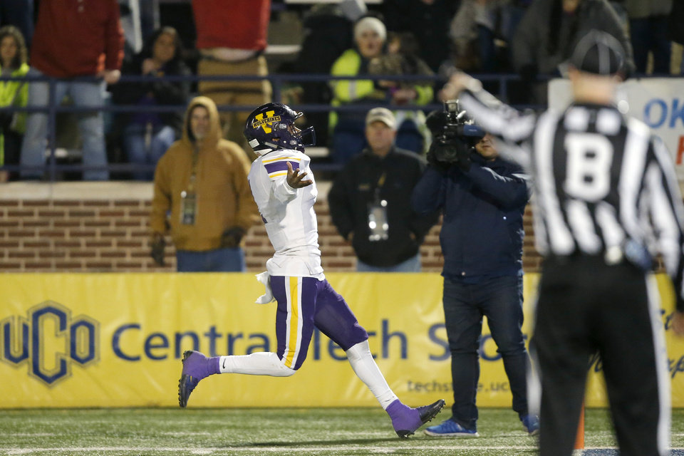 Photo - Vian's Javyn Wright runs for a touchdown during the Class 2A football state championship game between Tulsa Metro Christian and Vian at Wantland Stadium in Edmond, Okla., Saturday, Dec. 14, 2019. [Bryan Terry/The Oklahoman]