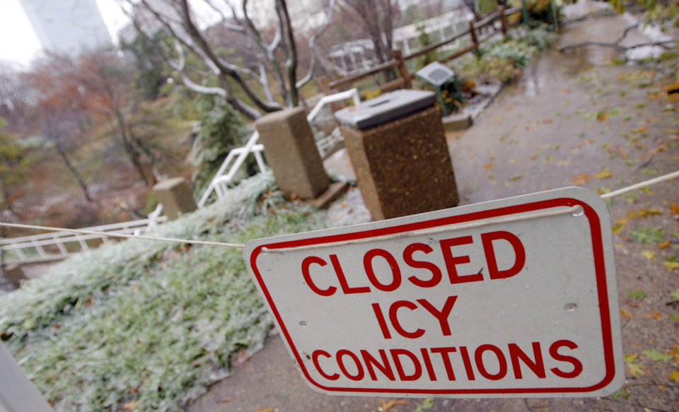 Photo - WINTER / COLD / WEATHER / ICE STORM: The Myriad Botanical Gardens is closed during a winter storm, in Oklahoma City, Tuesday, December 11, 2007. By Matt Strasen, The Oklahoman ORG XMIT: KOD