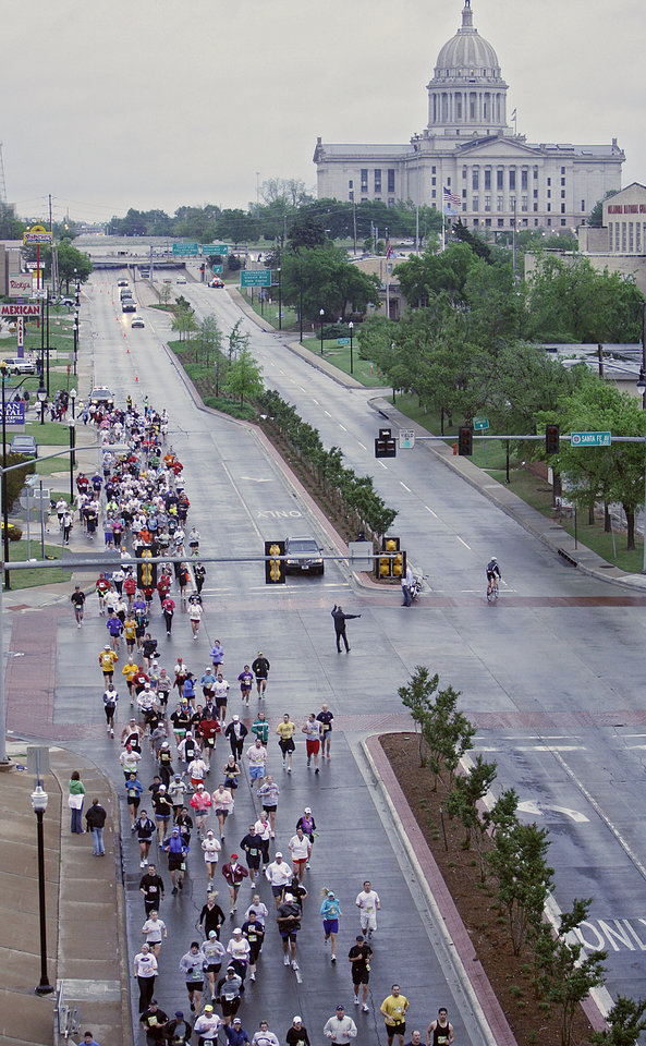 Photo - RUN, RUNNING: Marathon runners make their way down 23rd street during the eighth annual Oklahoma City Memorial Marathon on Sunday , April 27, 2008, in Oklahoma City, Okla.   PHOTO BY CHRIS LANDSBERGER   ORG XMIT: KOD