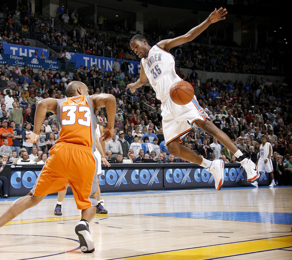 Oklahoma Citys Kevin Durant Loses Control Of The Ball In Front Of Grant Hill Of Phoenix