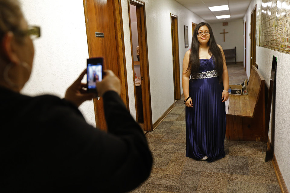 Promising ministry: Nonprofit offers free prom dresses and ...