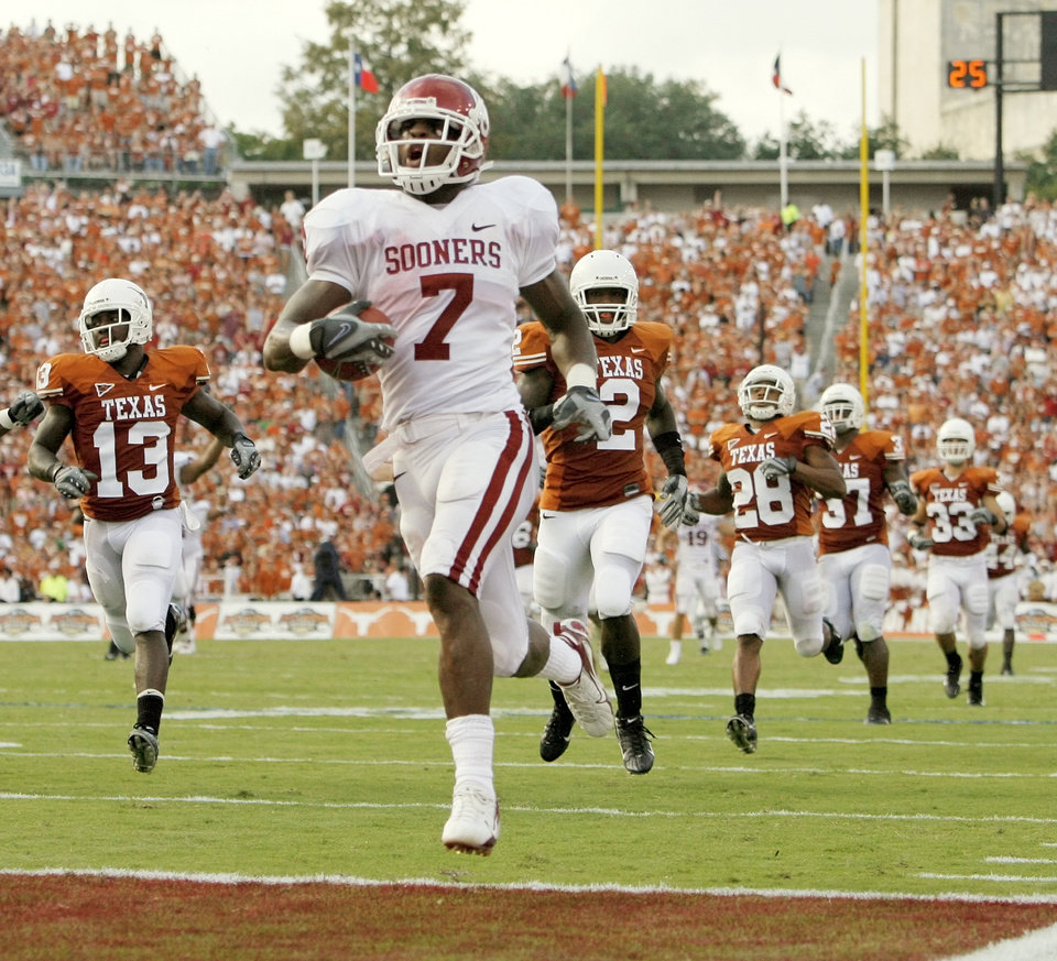 ou football notes news ok ou s demarco murray 7 runs for a touchdown leaving behind from left