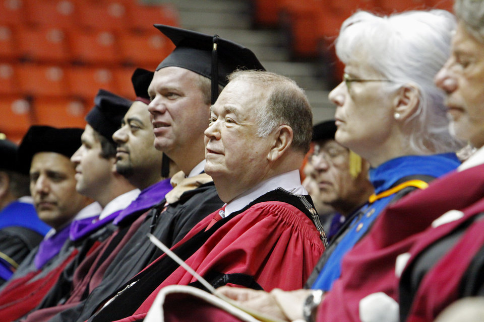 Photo - President David Boren (center) prapares to speak during the University of Oklahoma (OU) New Sooner Convocation ceremony on Thursday, August 18, 2011, in Norman, Okla.   Photo by Steve Sisney, The Oklahoman ORG XMIT: KOD
