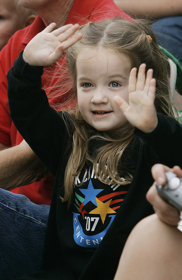 Photo - Katilin Jolliff 4 of Cashion, Ok.  waves to parade participants as they pass by in the Oklahoma Centennial Parade Saturday, Oct. 14, 2007 down E.K. Gaylord Blvd. BY JACONNA AGUIRRE/THE OKLAHOMAN.