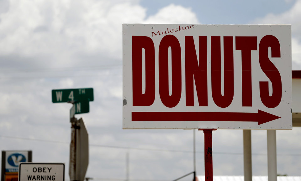 Photo - A sing for Muleshow Donuts is seen in Muleshoe, Texas, hometown of Oklahoma's offensive coordinator Lincoln Riley, on Thursday, June 25, 2015. Photo by Bryan Terry, The Oklahoman
