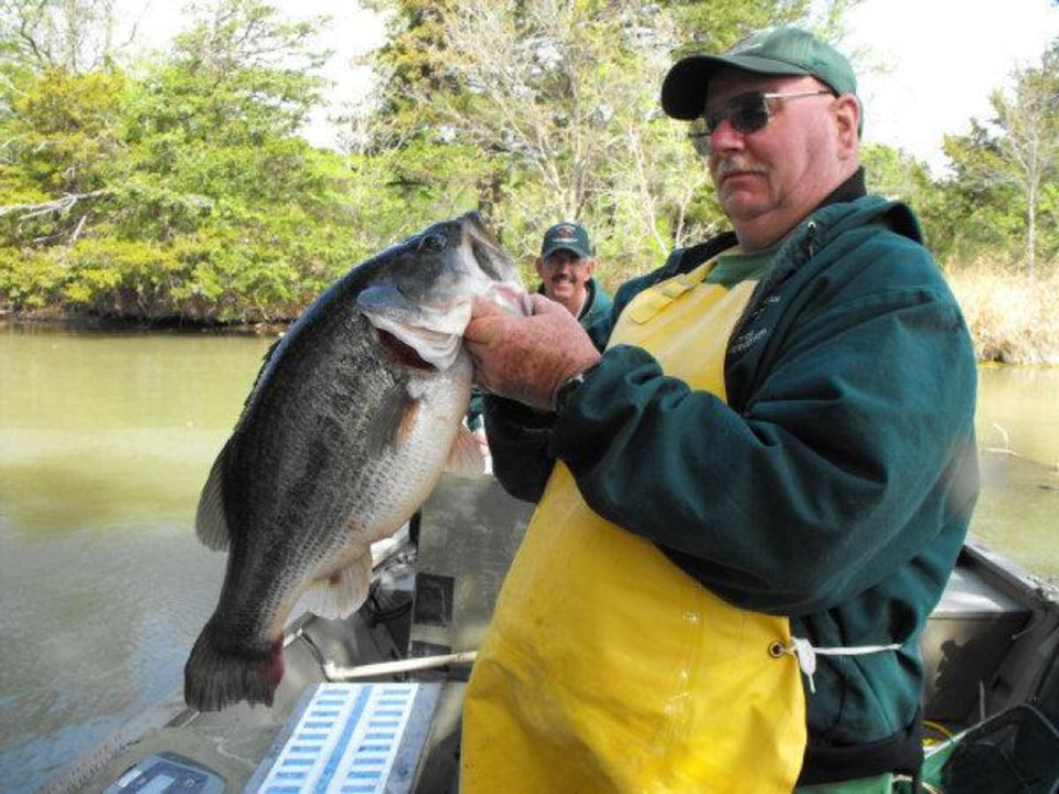 Bass tournament on lake thunderbird to benefit norman for Lake norman bass fishing