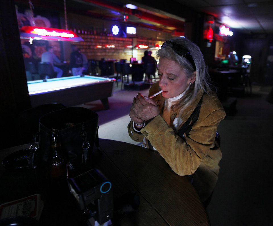 Photo -  State lawmakers are once again debating a bill that would prohibit smoking in Oklahoma bars. [MIKE SIMONS/Tulsa World file]