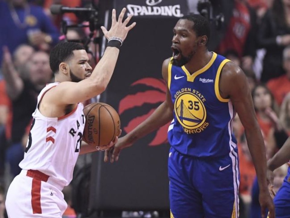 Photo -  Fred VanVleet, left, and the Raptors had trouble defending Kevin Durant before the Warriors forward left Monday's game with an injury. [Frank Gunn/The Canadian Press via AP]