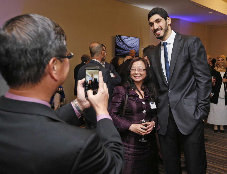 Enes Kanter receives Humanitarian Award from Dialogue