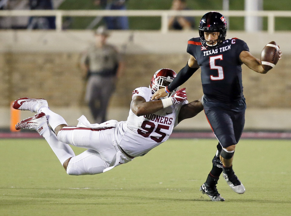 Photo - Texas Tech's Patrick Mahomes II (5) breaks away from Oklahoma's Austin Roberts (95) in the third quarter during a college football game between the University of Oklahoma Sooners (OU) and Texas Tech Red Raiders at Jones AT&T Stadium in Lubbock, Texas, Saturday, Oct. 22, 2016. OU won 66-59. Photo by Nate Billings, The Oklahoman