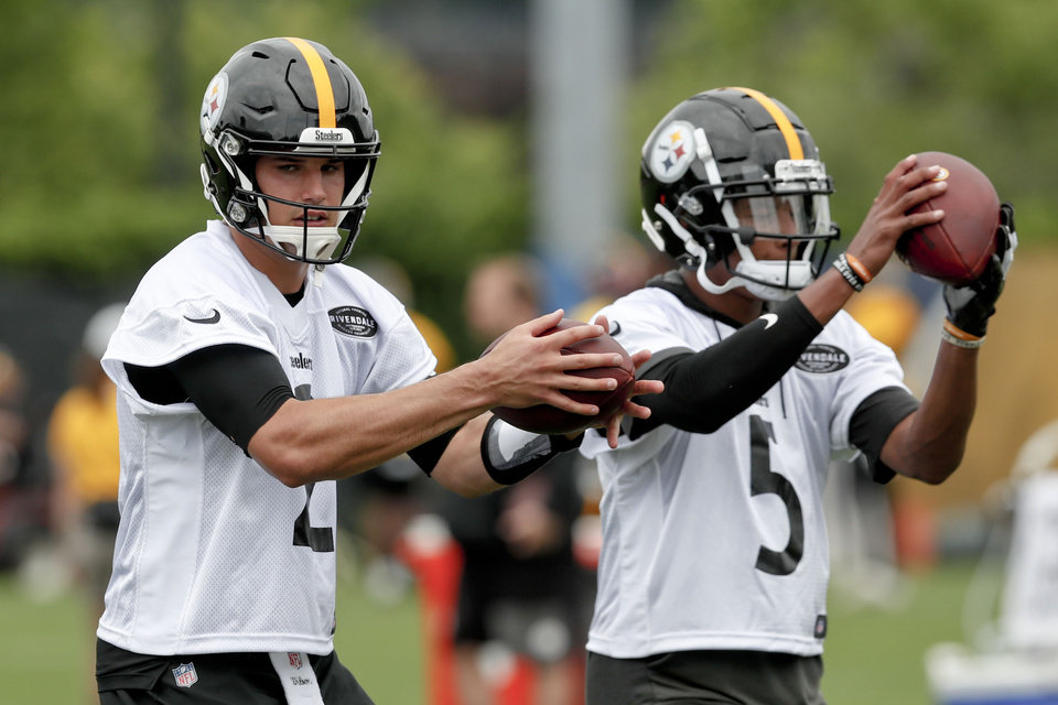 Photo - Pittsburgh Steelers quarterbacks Mason Rudolph, left, and Joshua Dobbs, right, drop back to pass during an NFL football practice, Thursday, May 30, 2019, in Pittsburgh. (AP Photo/Keith Srakocic)