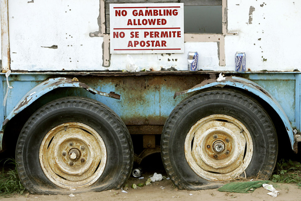Photo - RED RIVER PLAYGROUNDS: A sign hangs from a food cart at the track during a raid on a suspected illegal horse racing operation near Thackerville, OK., on Sunday, July 29, 2007. By John Clanton, The Oklahoman ORG XMIT: KOD