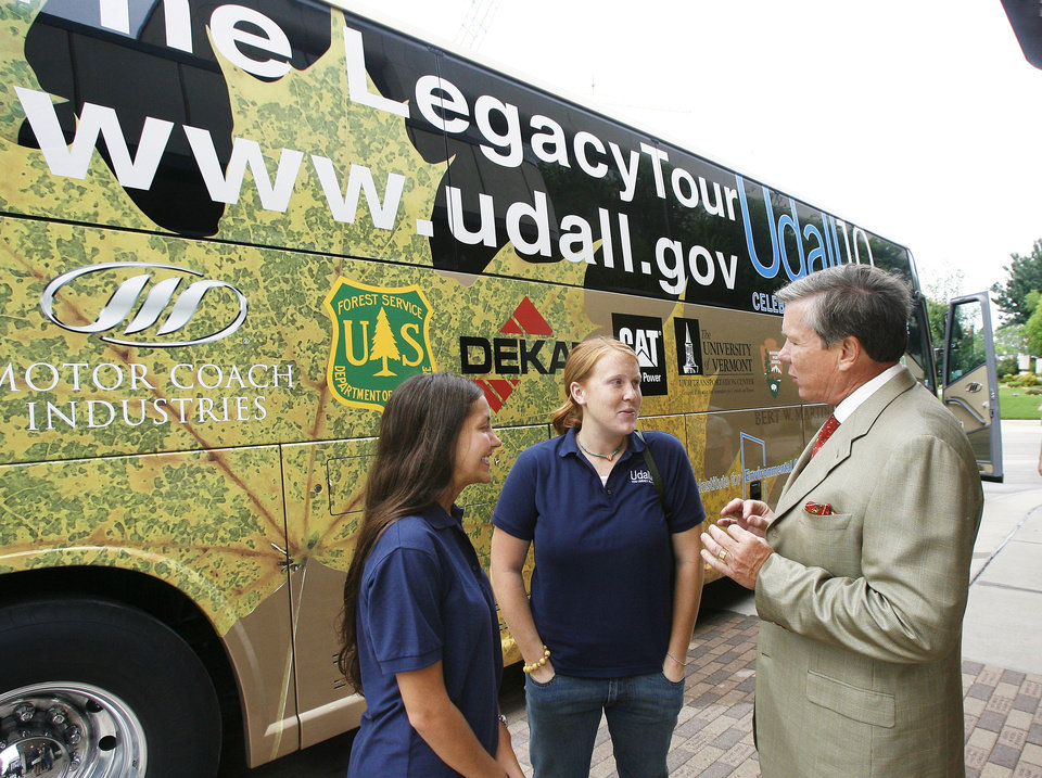 Photo - Stephen Prescott, right, president of the Okla. Medical Research Foundation, welcomes Morris K. Udall Foundation scholars Martina Gast, left, Hilbert, Wisconsin, and Jennifer Vazquez,center, Auburn, Indiana, to the Native American Health Symposium held at the Okla. Medical Research Foundation in Okla. City Monday, July 9, 2007. Thirteen Morris K. Udall Foundation scholars traveling the nation on a biodiesel bus visited the symposium. BY PAUL B. SOUTHERLAND, The Oklahoman ORG XMIT: KOD