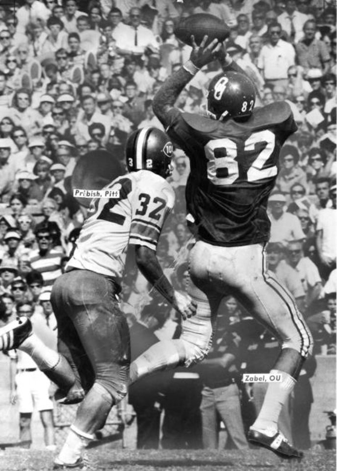 Photo -  OU's Steve Zabel (82) catches a pass in a 37-8 win over Pittsburgh on Sept. 27, 1969, in Norman. [THE OKLAHOMAN ARCHIVES]