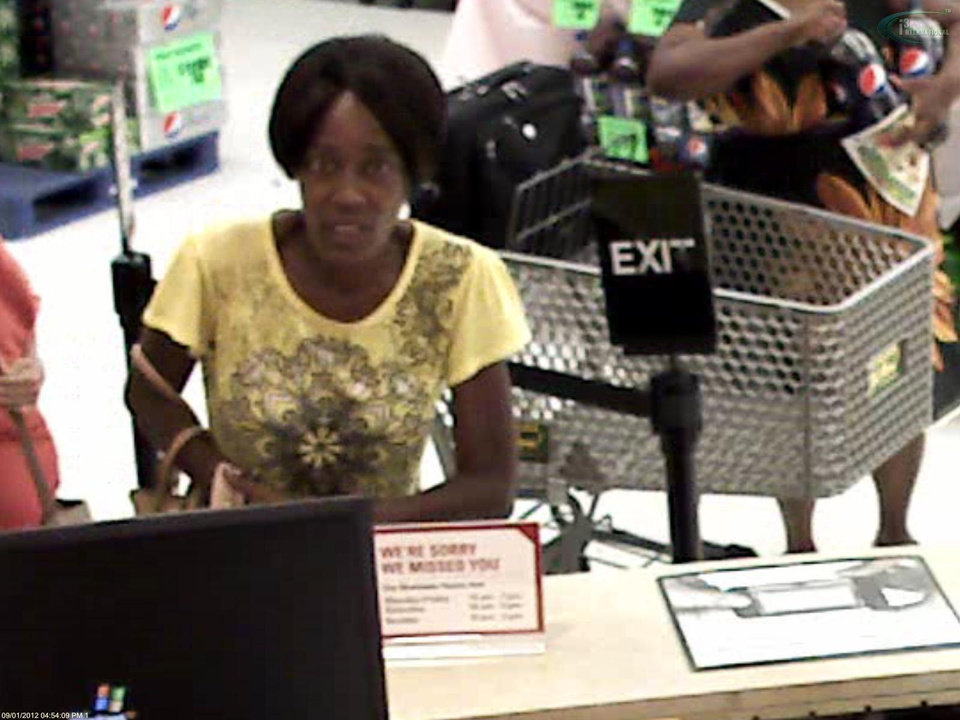 Oklahoma City police looking for woman who scams little old ladies