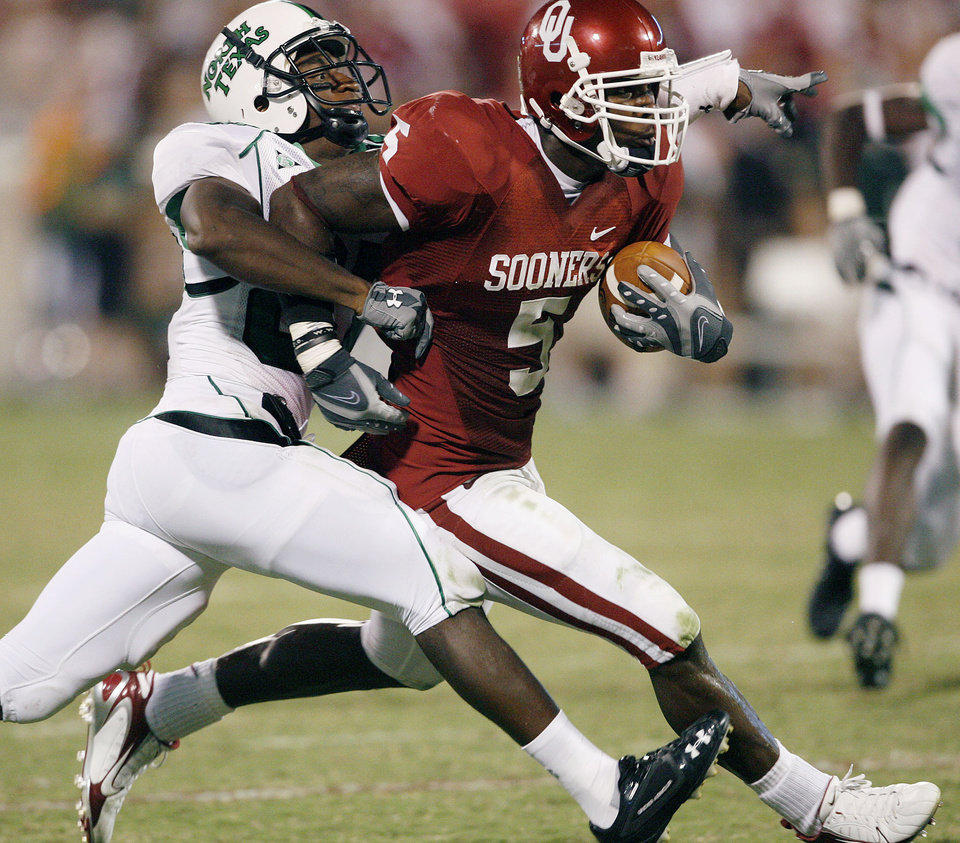 Photo - Oklahoma defensive back Nic Harris (5) runs for a touchdown after intercepting a North Texas pass in the second half during the University of Oklahoma Sooners (OU) college football game against the University of North Texas Mean Green (UNT) at the Gaylord Family - Oklahoma Memorial Stadium, on Saturday, Sept. 1, 2007, in Norman, Okla.