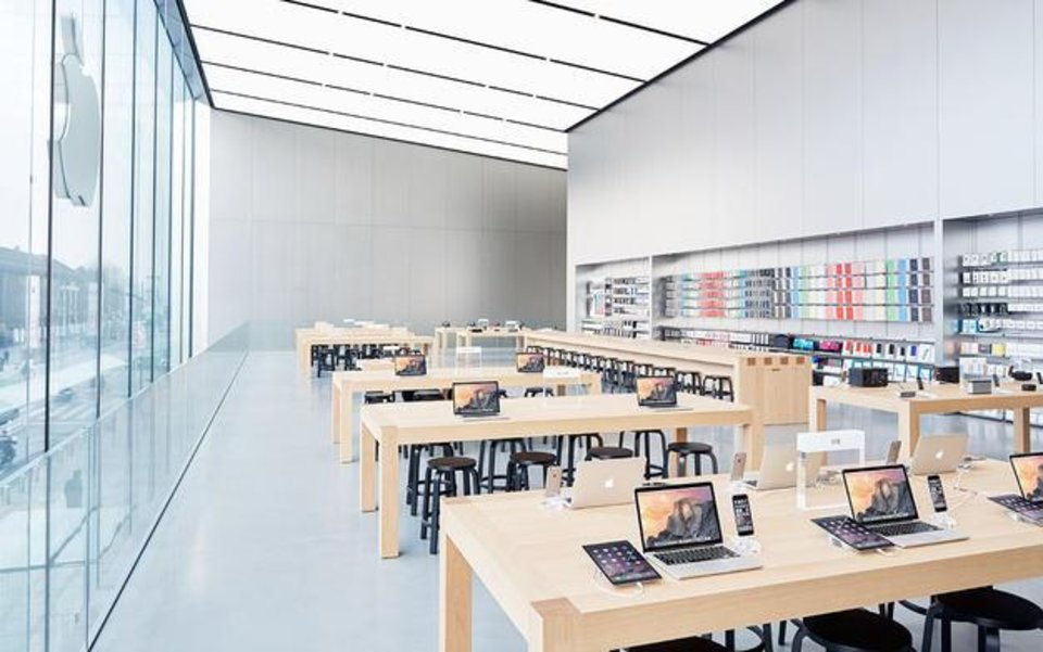 apple office design. apple has patented a design for fully illuminated ledceiling use in its office
