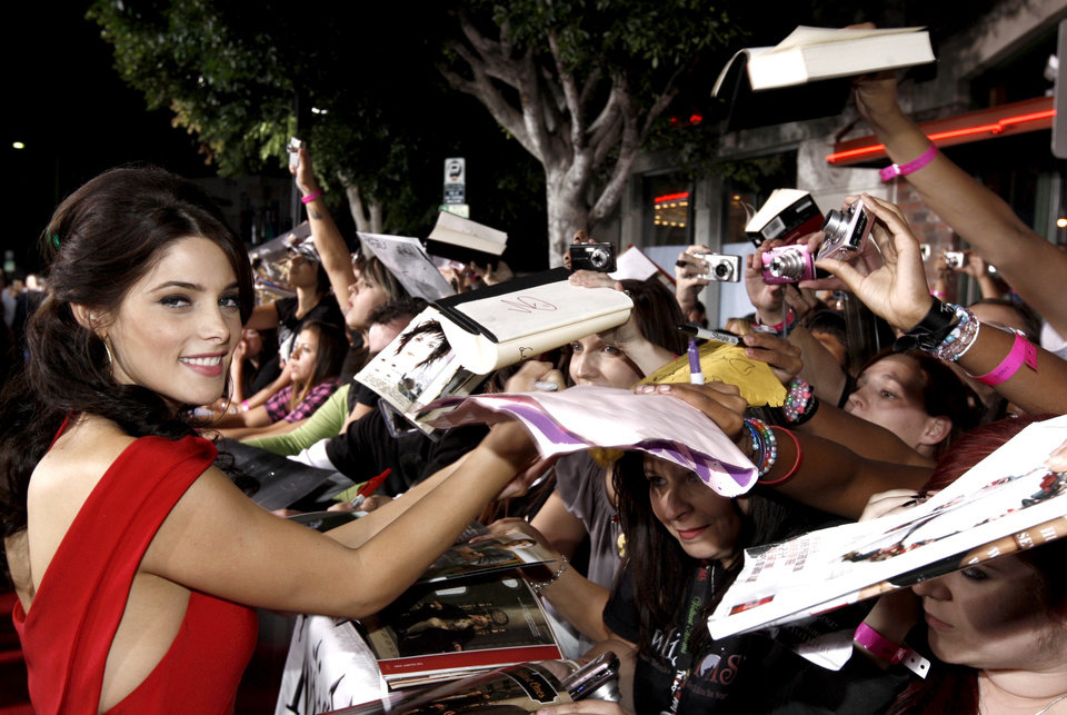 Photo - Actress Ashley Greene signs autographs as she arrives at The Twilight Saga: New Moon premiere in Westwood, Calif. Monday, Nov. 16, 2009.  (AP Photo/Matt Sayles) ORG XMIT: CAGS162