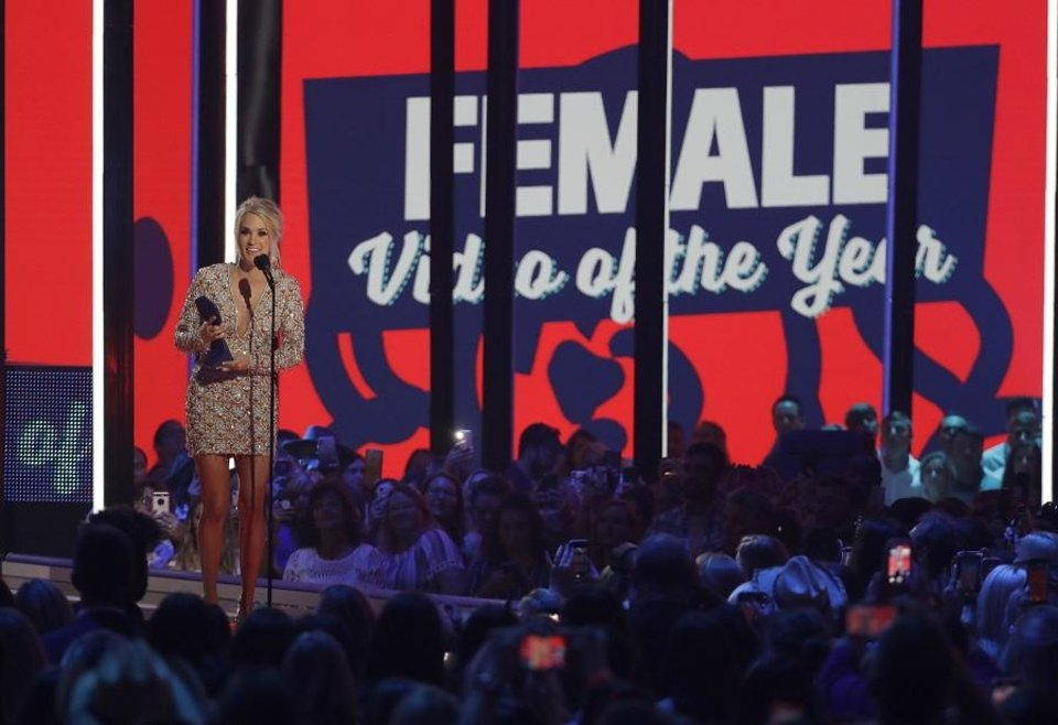 Photo - Carrie Underwood accepts the award for female video of the year for