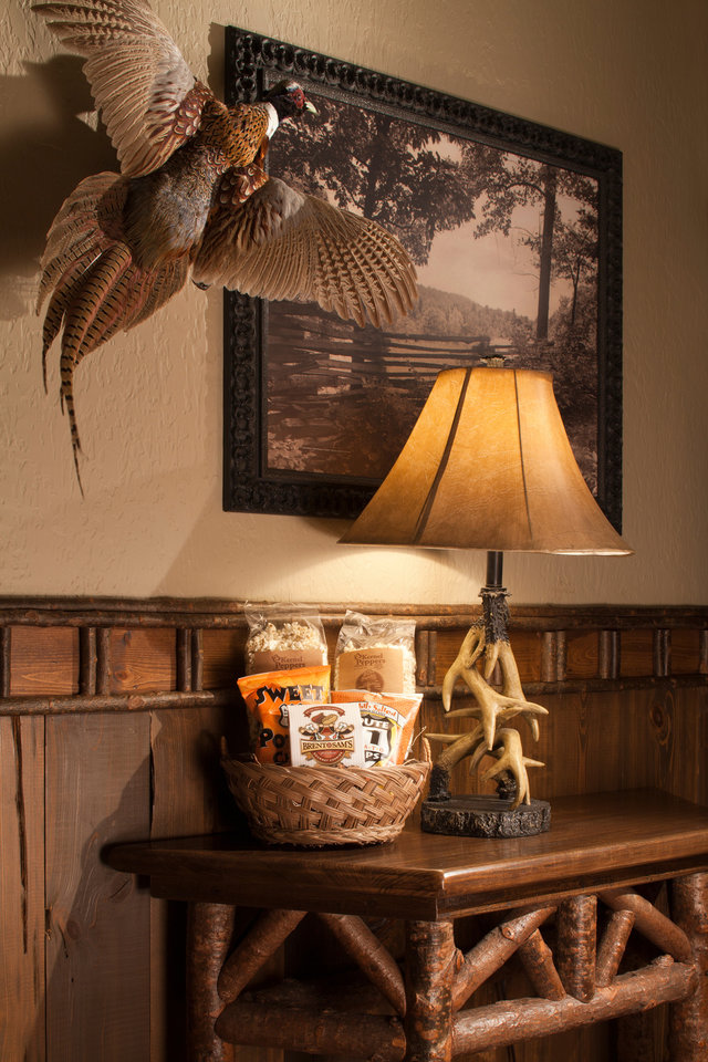 Taxidermy And Rustic Furniture Adorn The Big Cypress Lodge Inside Bass Pro  Shops At The Pyramid.