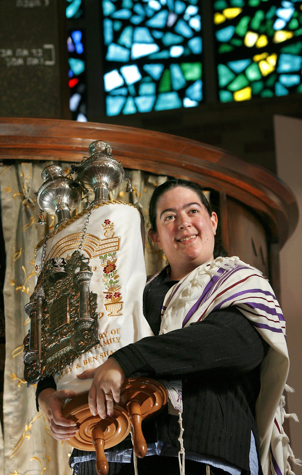 Photo - FEMALE / WOMAN: Rabbi Abby Jacobson  is new rabbi at Emanuel Synagogue in Oklahoma City,  Friday,  Sept. 11, 2009.  Photo by Jim Beckel, The Oklahoman ORG XMIT: KOD
