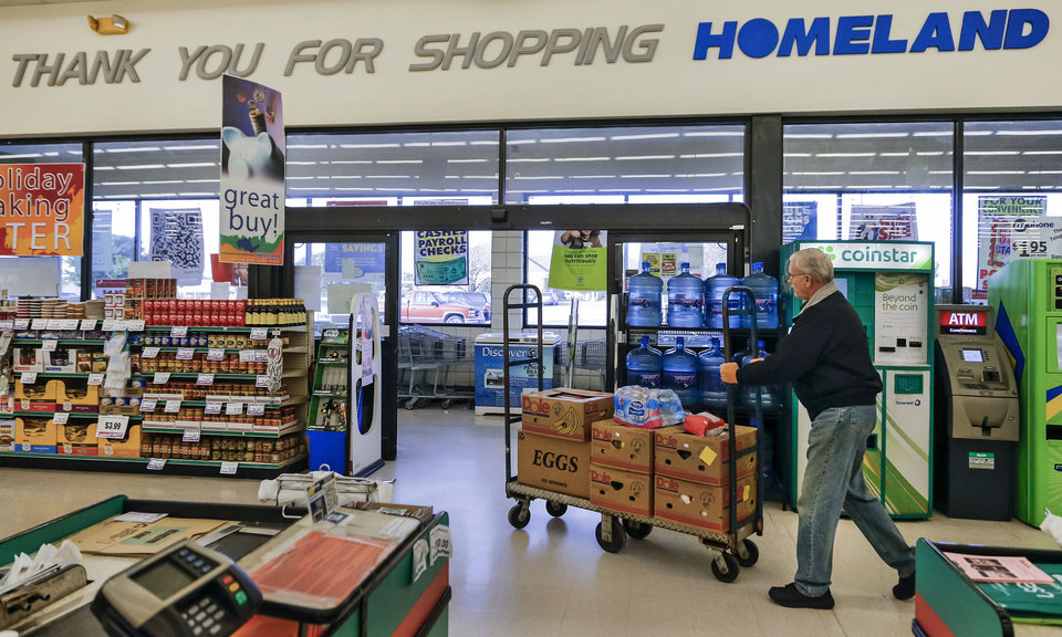 Donations from retailers help feed oklahoma 39 s hungry news ok for Loaves and fishes food pantry