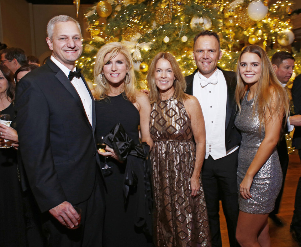 Photo - Paul and Maryanne Jackson, Stacey, Chris and Hadley Allen.  PHOTO BY DOUG HOKE, THE OKLAHOMAN