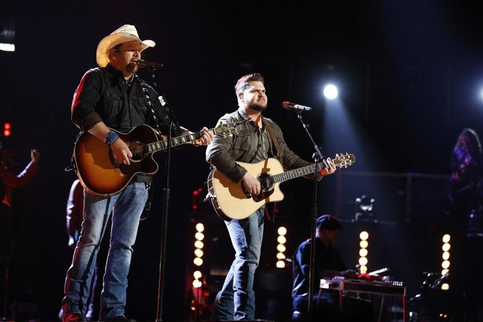 Photo - Toby Keith, left, and Dexter Roberts perform on the Season 16 finale of