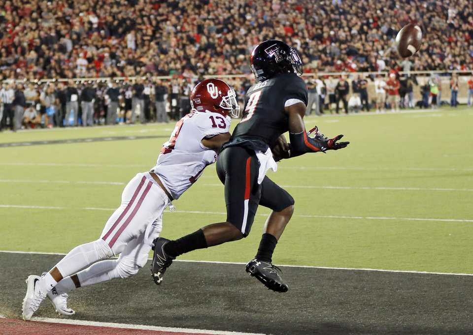 Photo - Texas Tech's Jonathan Giles (9) makes a touchdown catch against Oklahoma's Ahmad Thomas (13) in the third quarter of a college football game between the University of Oklahoma Sooners (OU) and Texas Tech Red Raiders at Jones AT&T Stadium in Lubbock, Texas, Saturday, Oct. 22, 2016. OU won 66-59. Photo by Nate Billings, The Oklahoman