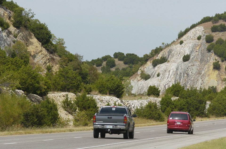 Photo - Davis, Oklahoma, Tuesday, 9/28/04.  Photos for story by David Zizzo about the Arbuckle Mountains. Road cuts for