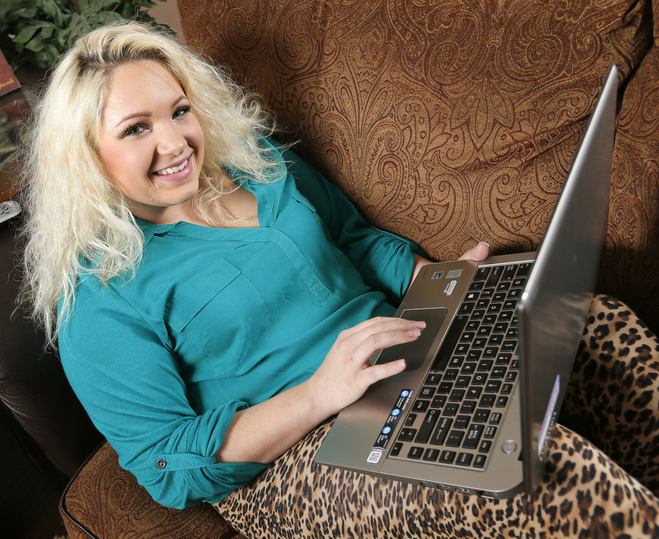 Photo - Tori Hlad, a former high school dropout, decided to return to school by enrolling in the Oklahoma City Public Schools' online courses program.  Photo by Nate Billings, The Oklahoman  NATE BILLINGS -