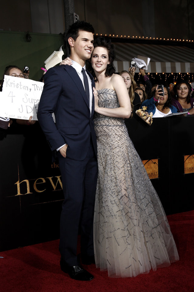 Photo - Actors Taylor Lautner and Kristen Stewart arrive at The Twilight Saga: New Moon premiere in Westwood, Calif. Monday, Nov. 16, 2009.  (AP Photo/Matt Sayles) ORG XMIT: CAGS155