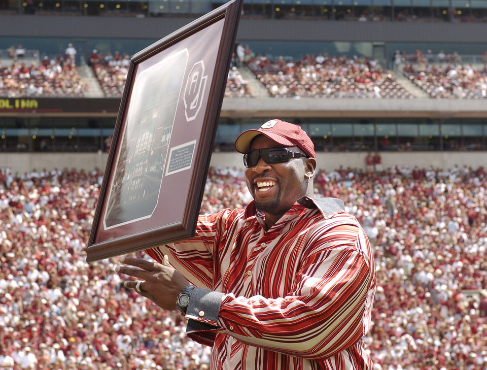 Photo - NORMAN, OK: SEPTEMBER 4, 2004       COLLEGE FOOTBALL: University of Oklahoma versus Bowling Green at The Gaylord Family - Oklahoma Memorial Stadium.  Former OU basketball star Wayman Tisdale. Staff Photo by Steve Sisney