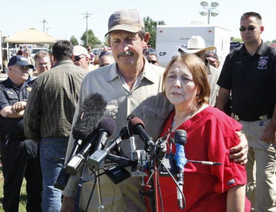 Photo - TORNADO / DEATH / CHILD / RECOVERY: Randy and Debra Hamil speak to the media after hearing the news that the body of their missing three-year-old grandson Ryan Hamil had been found and recovered in Piedmont, OK, Thursday, May 26, 2011. Ryan has been missing since a tornado struck his family's home on Tuesday, May 24, 2011.By Paul Hellstern, The Oklahoman ORG XMIT: KOD