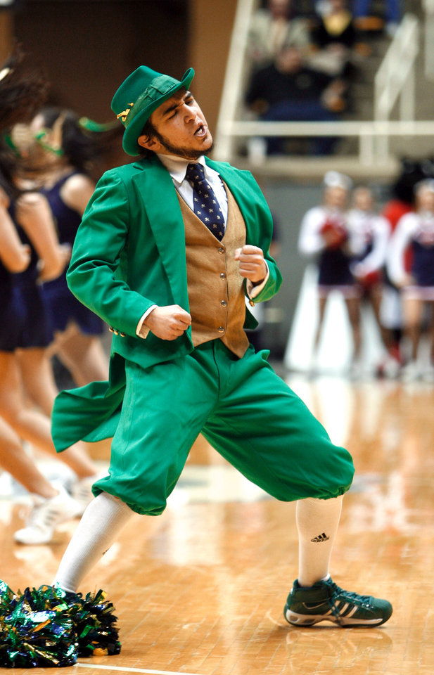 e0c04086079c The Notre Dame mascot dances in the second half as the Notre Dame  University plays SMU