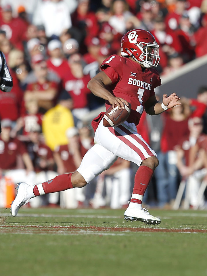 Photo - Kyler Murray rushes during a Bedlam college football game between the University of Oklahoma Sooners (OU) and the Oklahoma State University Cowboys (OSU) at Gaylord Family-Oklahoma Memorial Stadium in Norman, Okla., Nov. 10, 2018.  OU won 48-47. Photo by Sarah Phipps, The Oklahoman