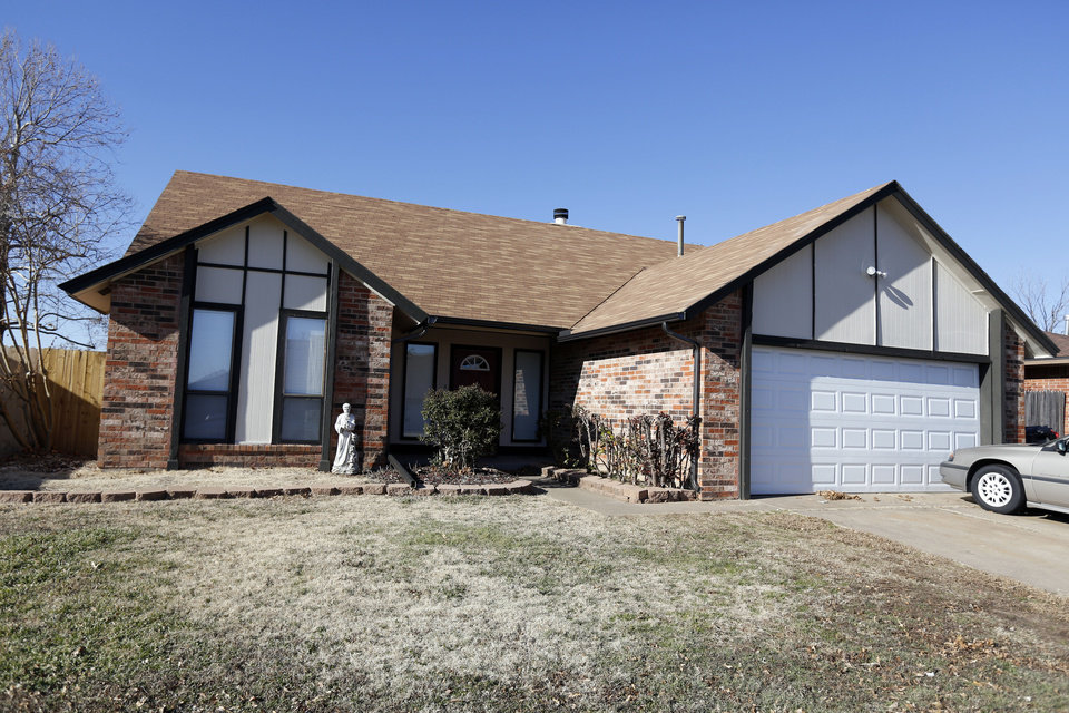 Photo   Bank of America donated this house on Southridge Drive and 11  others to NeighborhoodOklahoma tornadoes  Family is among a dozen to rent homes donated  . Rental Homes Okc Ok. Home Design Ideas
