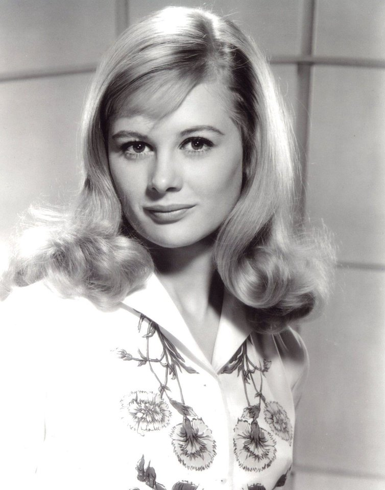 Photo -  An early publicity still of Shirley Knight. [provided by Shirley Knight]