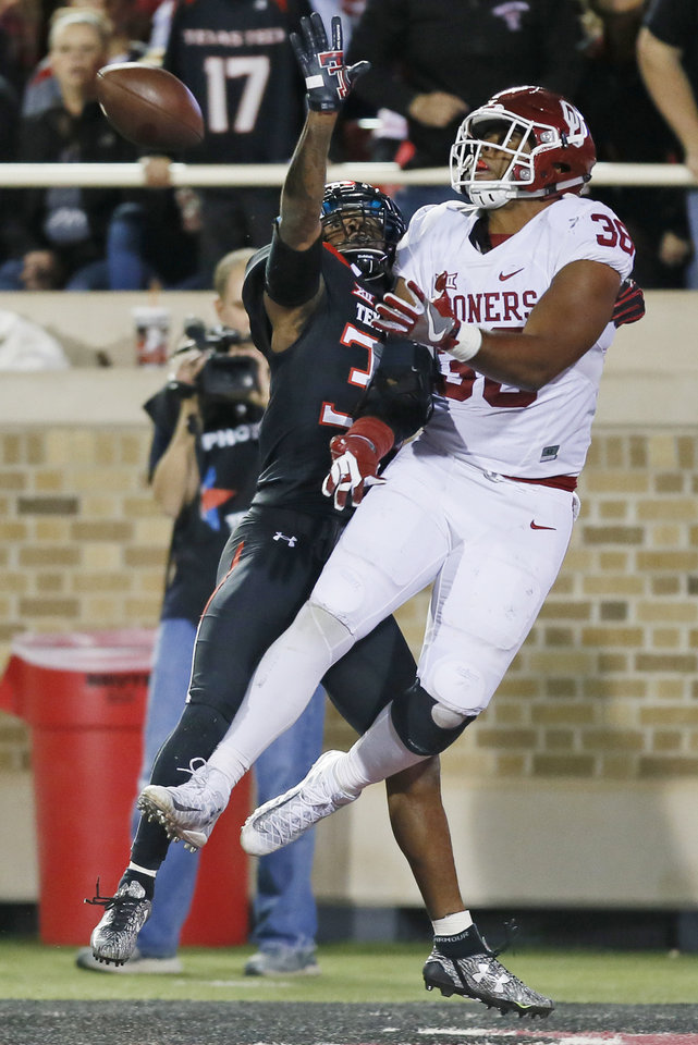 Photo - Oklahoma's Dimitri Flowers (36) makes a touchdown catch against Texas Tech's Kisean Allen (38) in the third quarter during a college football game between the University of Oklahoma Sooners (OU) and Texas Tech Red Raiders at Jones AT&T Stadium in Lubbock, Texas, Saturday, Oct. 22, 2016. OU won 66-59. Photo by Nate Billings, The Oklahoman