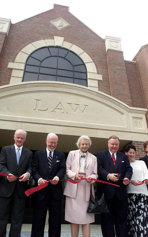 Photo - DEDICATE, DEDICATION, ANDREW M. COATS HALL, ANDY COATS: L to R - Gov. Frank Keating, Dean of the OU Law School Andrew Coats, U.S. Supreme Court Justice Sandra Day O'Connor, OU President David Boren and his wife Molly Boren cut the ribbon to open the new OU law center. Staff photo by Jaconna Aguirre.